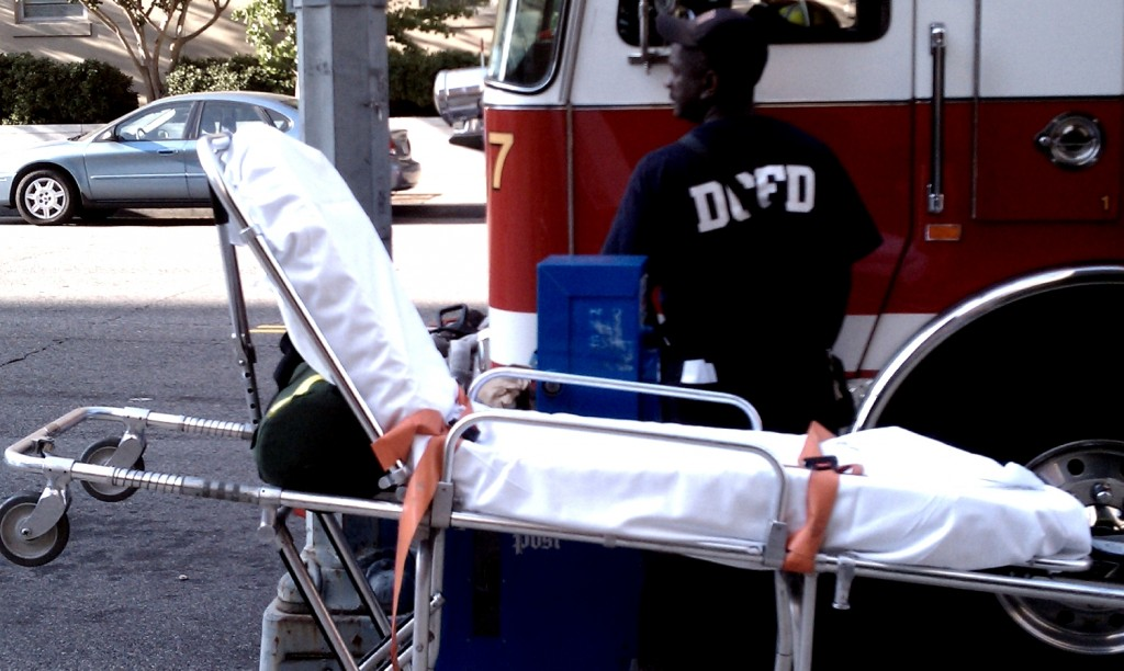 DCFD_Fire_Department_personnel_with_stretcher_-_2010-09-07
